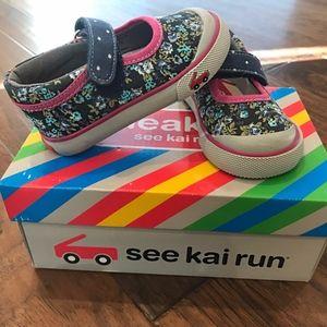 See Kai Run Girls' Marie Sneaker, Navy/Berry, 4 M